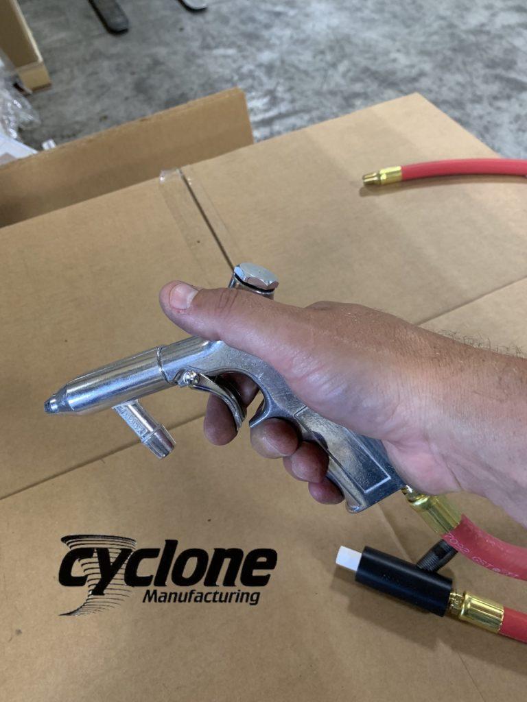 cyclone-sandblaster-gun-in-hand-1